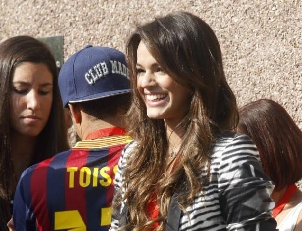 3.jun.2013 - Ao lado dos amigos e familiares de Neymar, atriz Bruna Marquezine acompanha o namorado em viagem para Espanha, onde ele se apresentadou como jogador do Barcelona