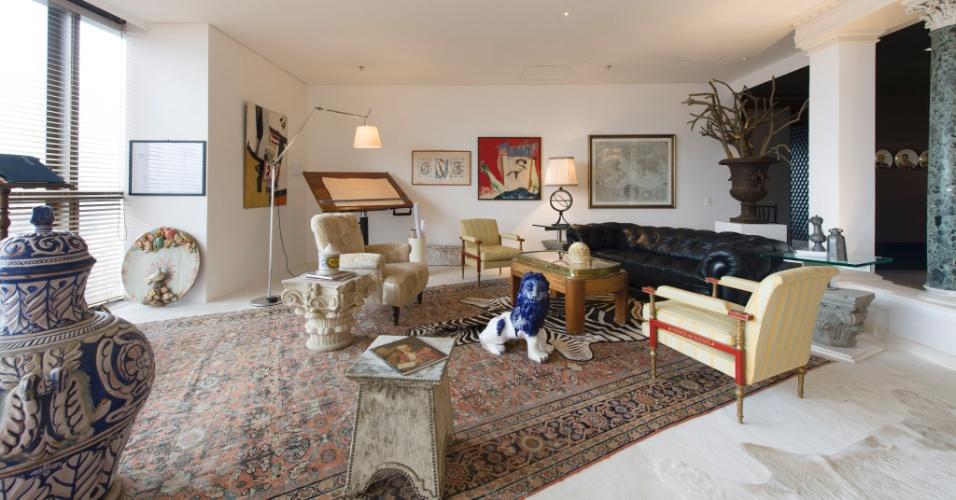 No Estúdio do Arquiteto, o arquiteto Ugo di Pace usa os tons claros e a luz natural para revelar as obras de arte e peças de época