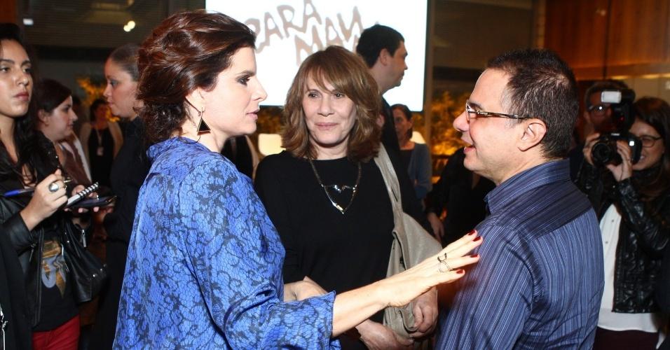 4.jun.2013 - Débora Bloch e Renata Sorrah conversam com o autor Ricardo Linhares, que fez a adaptação da obra de Dias Gomes