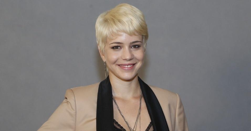 """4.jun.2013 - Leandra Leal, que será a veterinária Zélia, posa na apresentação do remake de """"Saramandaia"""""""