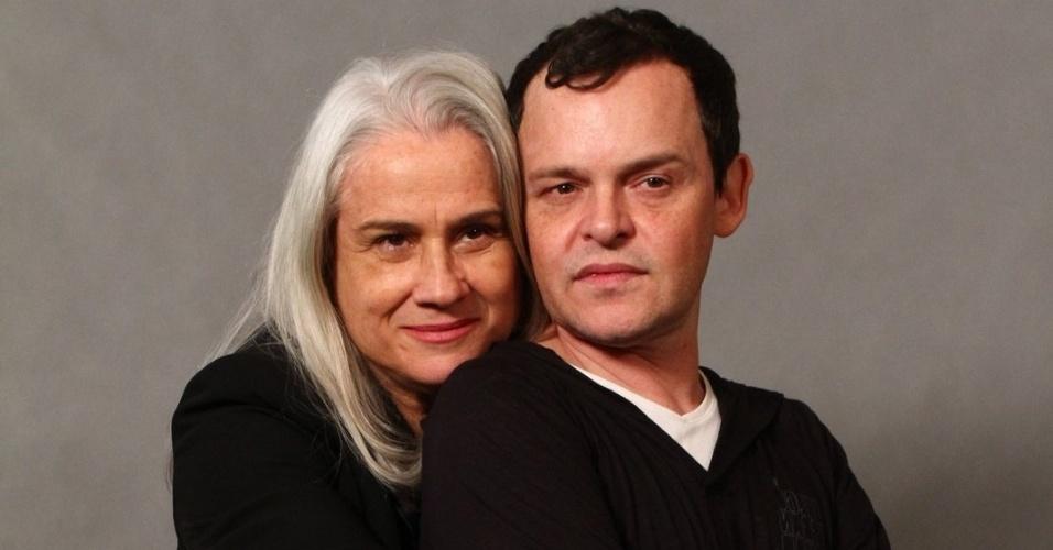 """4.jun.2013 - Vera Holtz e Matheus Nachtergaele, Dona Redonda e Encolheu no remake, se abraçam na apresentação de """"Saramandaia"""""""
