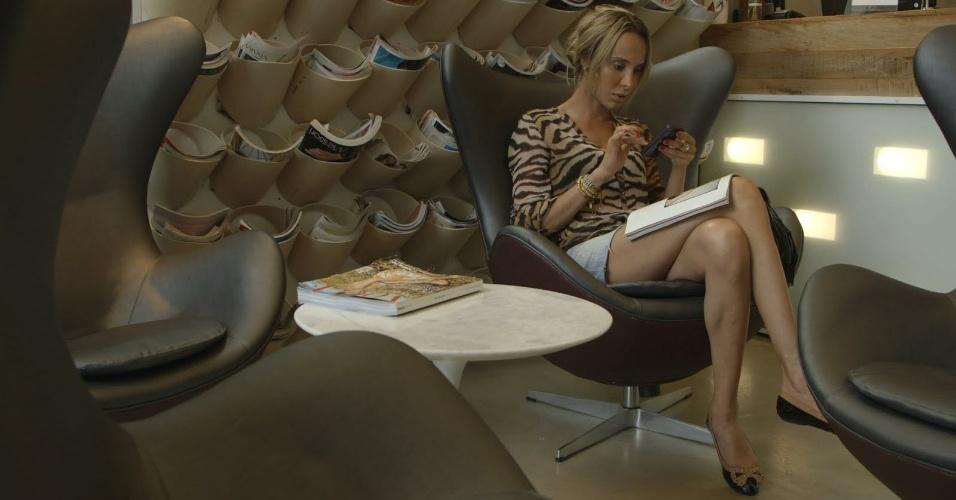 "5.jun.2013 - A transexual Carol Marra, que trabalha como modelo e aparece no episódio de estreia da série ""Tabu Brasil"", do canal a cabo NatGeo"