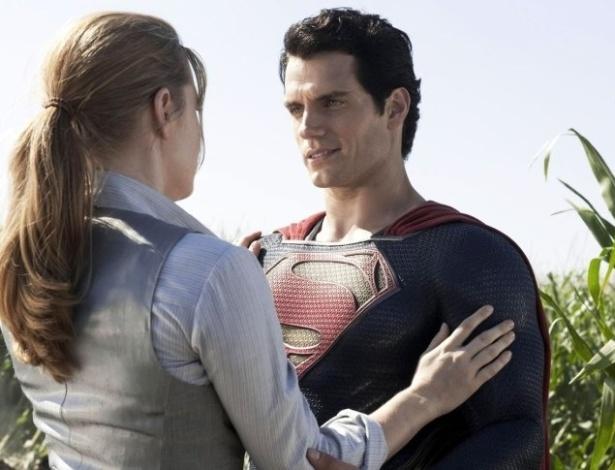 Amy Adams e Henry Cavell no papel de Lois Lane e Super-Homem.
