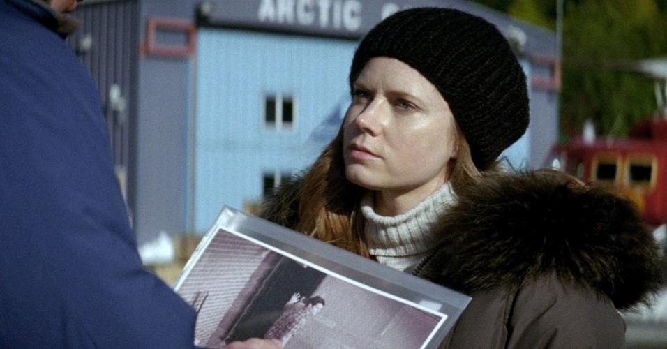 Amy Adams no papel de Lois Lane.