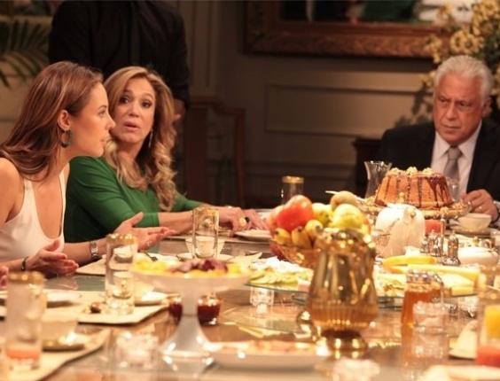 """Em """"Amor à Vida"""", Pilar não aceita casamento de Paloma e briga com a filha"""