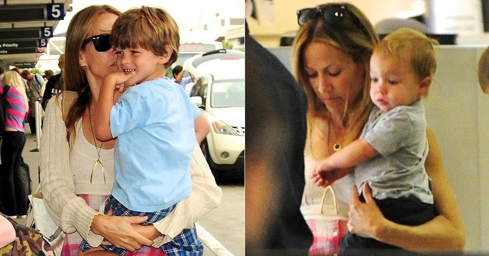 Em maio de 2007, Sheryl Crow, que estava com 45 anos, adotou um menino que estava com duas semanas. Ele recebeu o nome do pai da cantora, Wyatt. Em junho de 2010, a cantora anunciou que adotou mais um menino, Levi James (esq.)