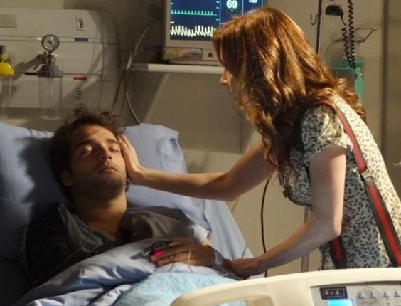 """Em """"Sangue Bom"""", Irene se emociona ao ver Fabinho no hospital"""