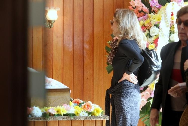 05.jun.2013 - Marilia Pêra se despede da amiga Scarlet Moon