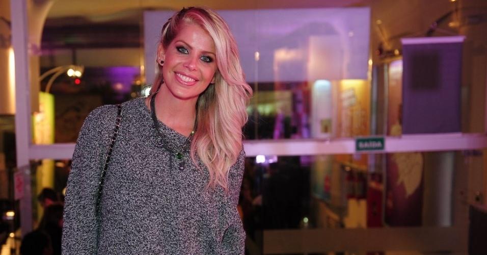 """4.jun.2013 - Karina Bacchi na gravação do primeiro episódio inédito de """"Sai de Baixo"""" no Teatro Procópio Ferreira, em São Paulo"""