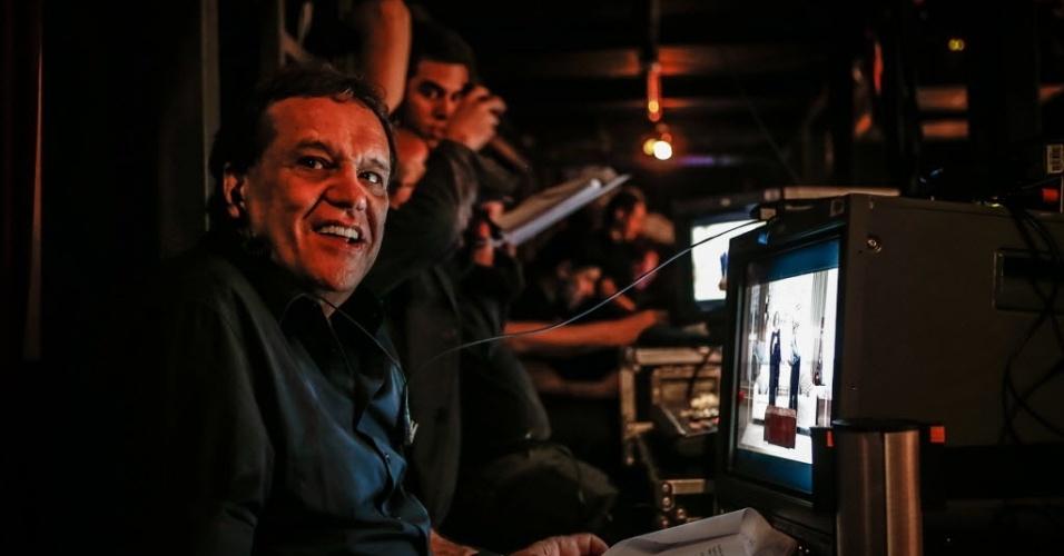 """4.jun.2013 - O diretor Denis Carvalho na gravação do primeiro episódio inédito de """"Sai de Baixo"""" no Teatro Procópio Ferreira, em São Paulo"""