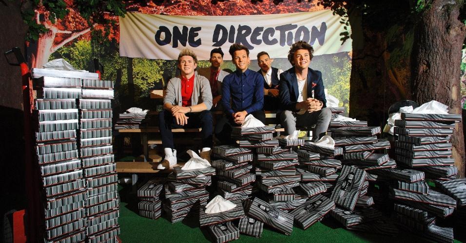 5.jun.2013 - O museu Madame Tussauds encomenda várias caixas de lenço para deixar ao lado das estátuas dos membros do One Direction. O museu tomou a medida por causa das fãs da boyband, que costumam cair em lágrimas quando se deparam com as estátuas, inauguradas em abril
