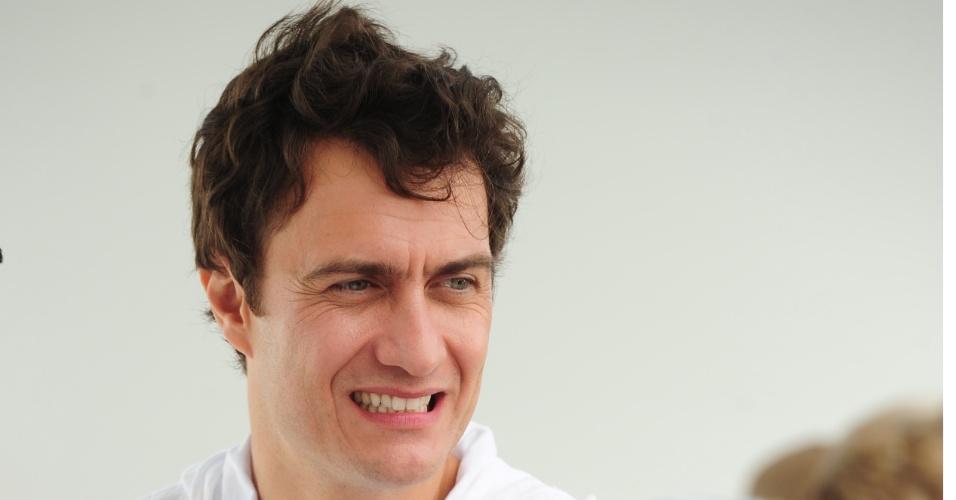 Duelo de vilões: Gabriel Braga Nunes é Léo em