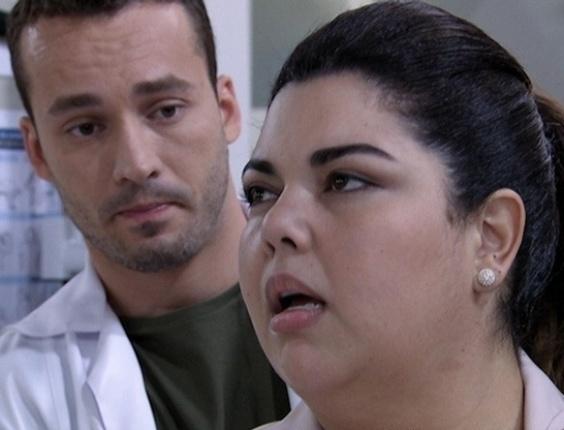 """Em """"Amor à Vida"""", Perséfone se delicia com massagem de Daniel"""