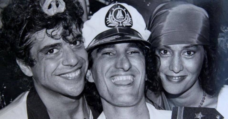 Lulu Santos, Amin Khader e Scarlet Moon em foto publicada por Theodora Chevalier, filha de Moon