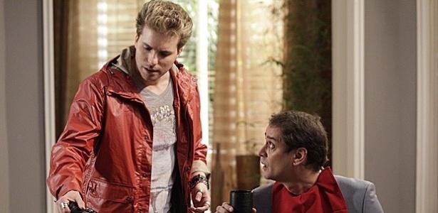 "Niko (Thiago Fragoso) e Eron (Marcello Antony) em cena da novela ""Amor à Vida"""