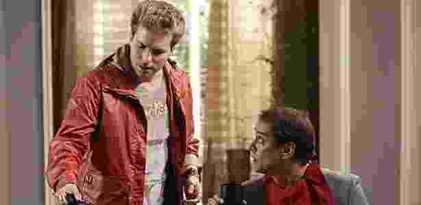 Niko (Thiago Fragoso) e Eron (Marcello Antony) numa cena da novela conversando sobre ter filhos - Divulgação/TV Globo