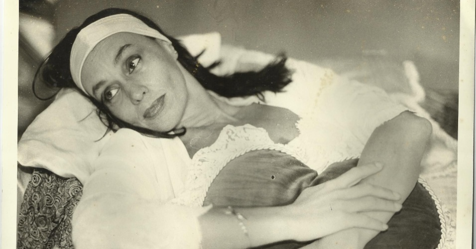 """Scarlet Moon caracterizada para a peça """"Artigo de Luxo"""", na qual contracenou com Maria Zilda Bethlem e foi dirigida por Ítalo Rossi"""