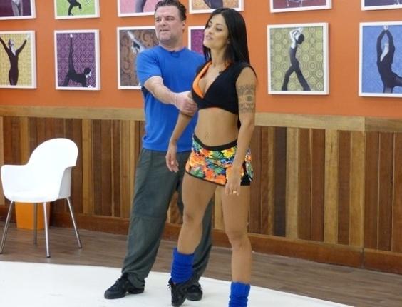 """06.Jun.2013 - Adriano Garib relembra seu pai durante ensaios. """"Queria que ele estivesse vivo para me ver dançando"""""""