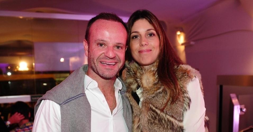 5.jun.2013 - Rubinho Barrichello e a esposa na gravação do segundo episódio inédito de