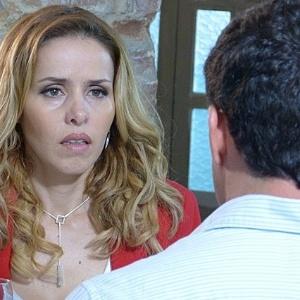 Com ciúmes, Glauce insinua para Bruno que Paloma pode ser a verdadeira mãe de sua filha