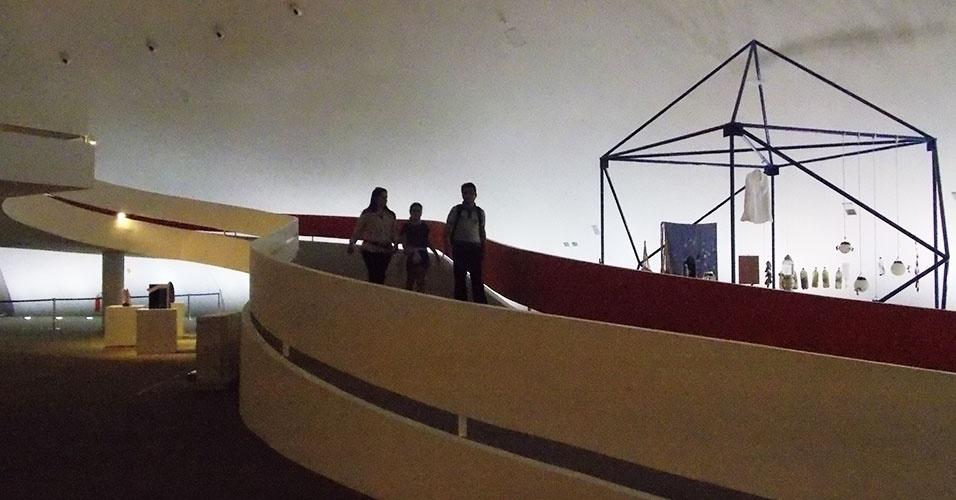 Museu Nacional, no Conjunto Cultural da República, recebe exposições temporárias de grande projeção. A obra arquitetônica é de Niemeyer