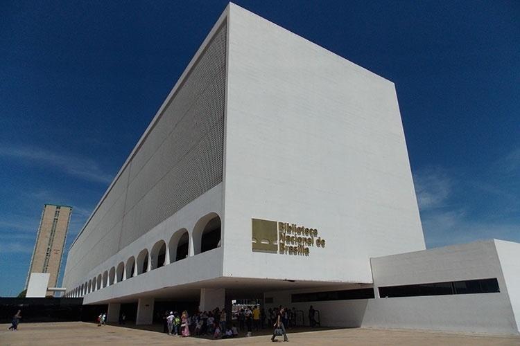 Outro projeto de Niemeyer, a Biblioteca Nacional faz parte do Conjunto Cultural da República. Seu acervo é aberto ao público, mas não há atrativos turísticos para visitação no local