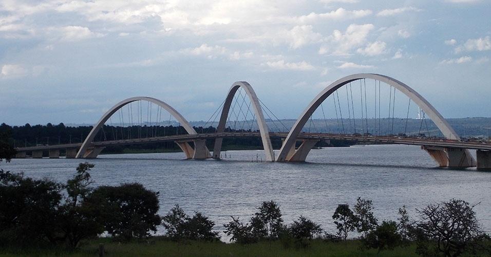 Ponte JK sobre o Lago Paranoá, na Asa Sul, é projeto do arquiteto Alexandre Chan