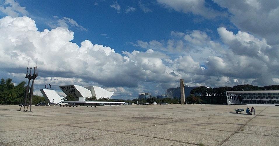 Na praça dos Três Poderes, Panteão da Pátria e da Liberdade Tancredo Neves foi projetado por Niemeyer