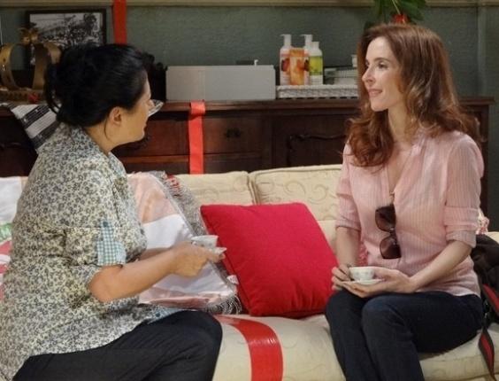 """Em """"Sangue Bom"""", Irene descobre que vizinhos não gostam de Fabinho e se sente culpada"""