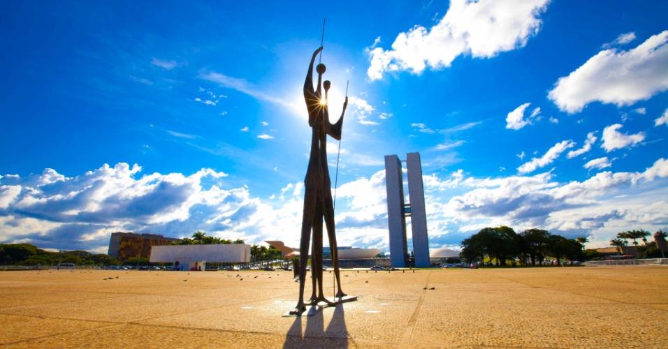 Na Praça dos Três Poderes, como o nome diz, estão os edifícios dos poderes Executivo, Legislativo e Judiciário