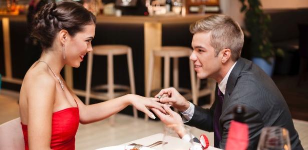 Aproveite a dose extra de romantismo do Dia dos Namorados e faça o pedido de casamento - Thinkstock
