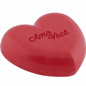 Sabonete Amo Você em formato de coração e aroma de amora com creme linha Looking for Love - Divulgação