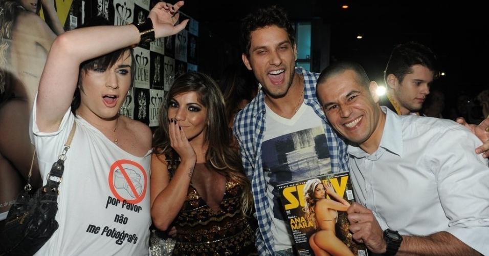 7.jun.2013 - Anamara com outros ex-BBBs na festa de lançamento da revista Sexy com seu ensaio em casa noturna de São Paulo