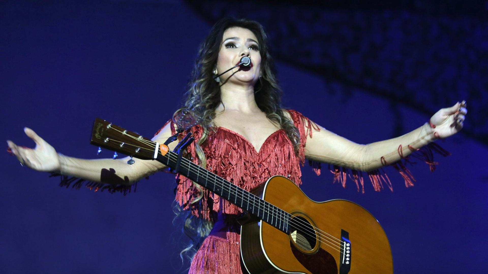 09.jun.2013 - Cantora Paula Fernandes gravou seu segundo DVD da carreira no Rio de Janeiro, na noite de sábado (8)