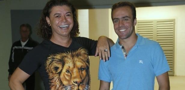 09.jun.2013 - David Brazil e Roger Flores no show da cantora Paula Fernandes, no Rio de Janeiro