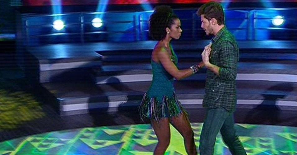 """Klébber Toledo e Ivi Pizzott dançam """"As Mina Pira"""", de Fernando e Sorocaba, na noite forró na """"Dança dos Famosos"""""""