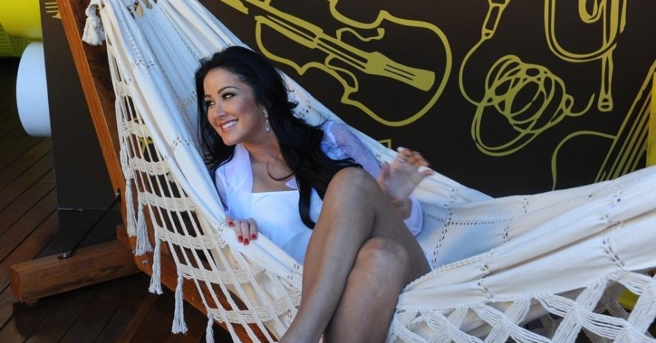 """10.jun.2013 - Helen Ganzarolli é apresentadora do """"Festival Sertanejo"""" e visitou a casa durante coletiva de imprensa para apresentação do programa"""