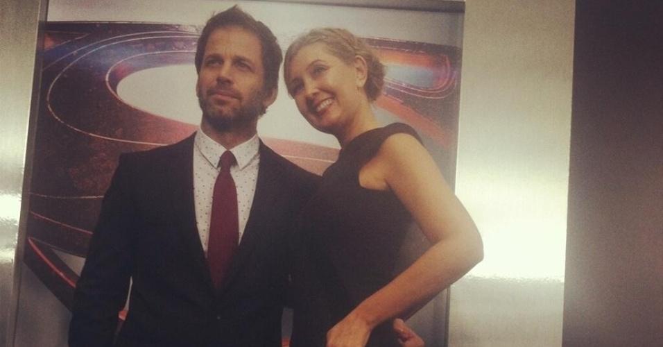 10.jun.2013 - O diretor Zack Snyder e sua mulher, a produtora Debbie Snyder, posam para fotos antes da pré-estreia de
