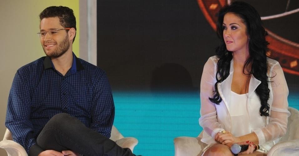 """10.jun.2013 - Pedro Leonardo e Helen Ganzarolli em coletiva de imprensa do programa """"Festival Sertanejo"""", do SBT"""