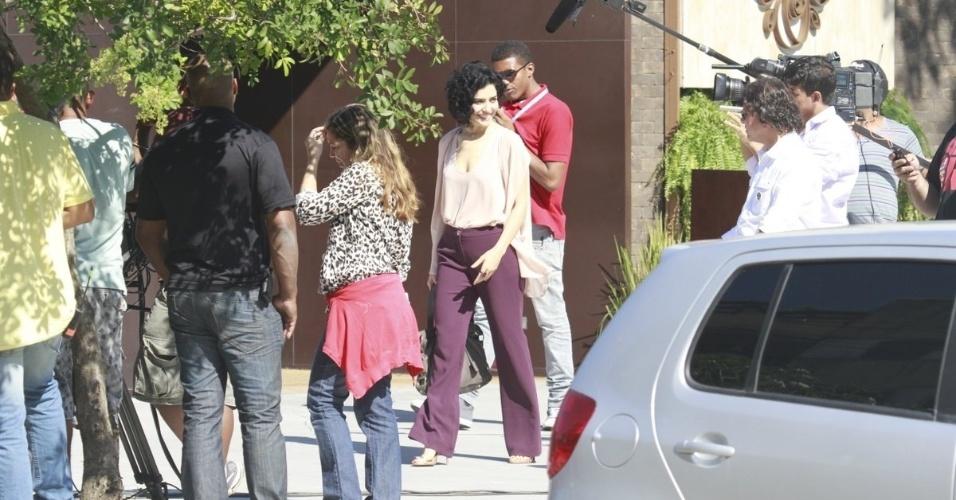 10.jun.2013 - A atriz Letícia Sabatella durante a gravação da cena em que Renata (Regiane Alves)é atropelada por Tito (Rômulo Arantes)