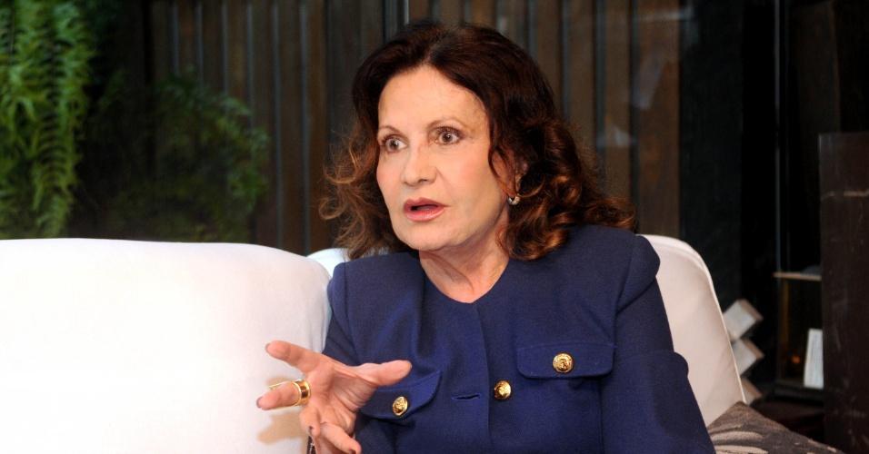 7.jun.2013 - Casada com o ator Mauro Mendonça, Rosamaria contou que está viciada em jogos de cartas