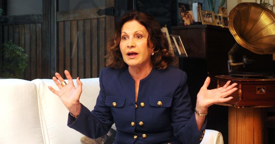 7.jun.2013 - Rosamaria Murtinho falou sobre a velhice e revelou ter muito medo de morrer