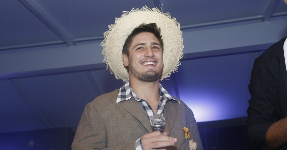 """9.jun.2013 - Daniel Rocha faz papel de noivo na décima edição do """"Roça in Rio ? Arraial da Providência"""", que aconteceu no Jockey Clube do Rio de Janeiro"""