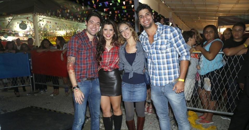 9.jun.2013 - Ex-BBBs Nasser, Andressa e Marcello e a namorada dele, Hazel de Andrade, posam na décima edição do