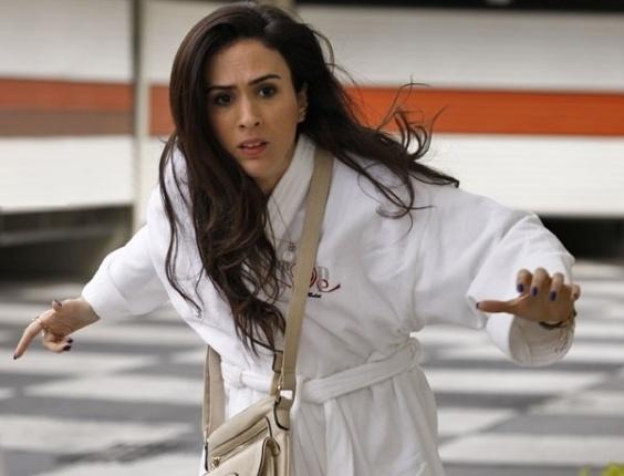 """Em """"Amor à Vida"""", Valdirene leva golpe em motel e foge pulando muro"""