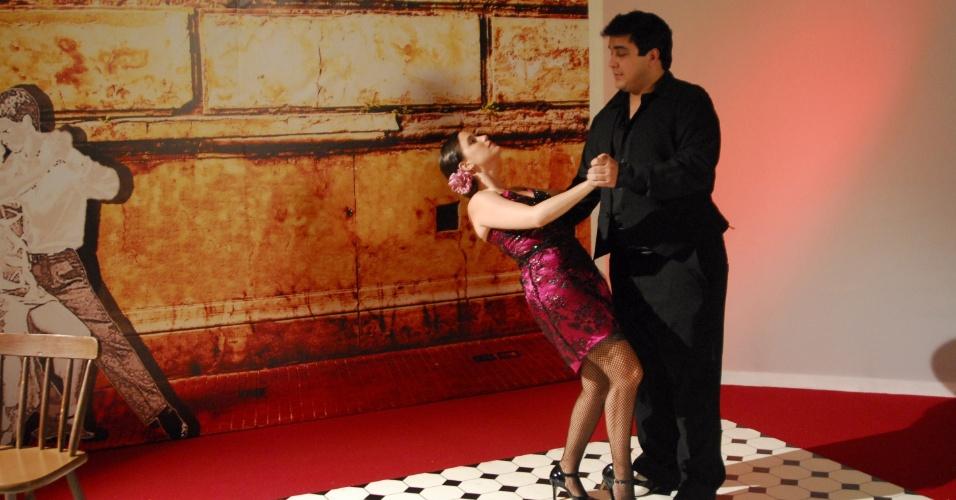 Fernanda Vasconcellos e André Marques dançam tango no