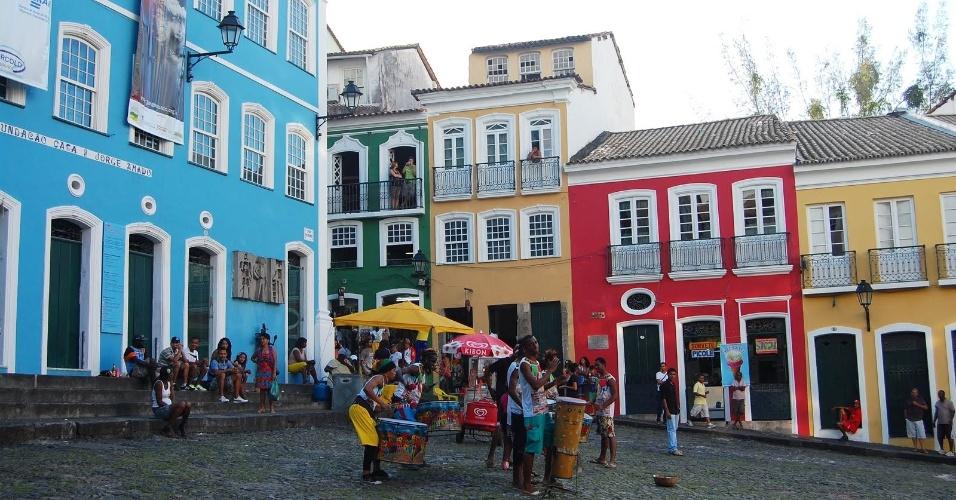 """O Largo do Pelourinho costuma abrigar apresentações musicais e culturais diversas. O local também serviu de cenário para o videoclipe da música, """"They Don't Care About Us"""", do Michael Jackson"""