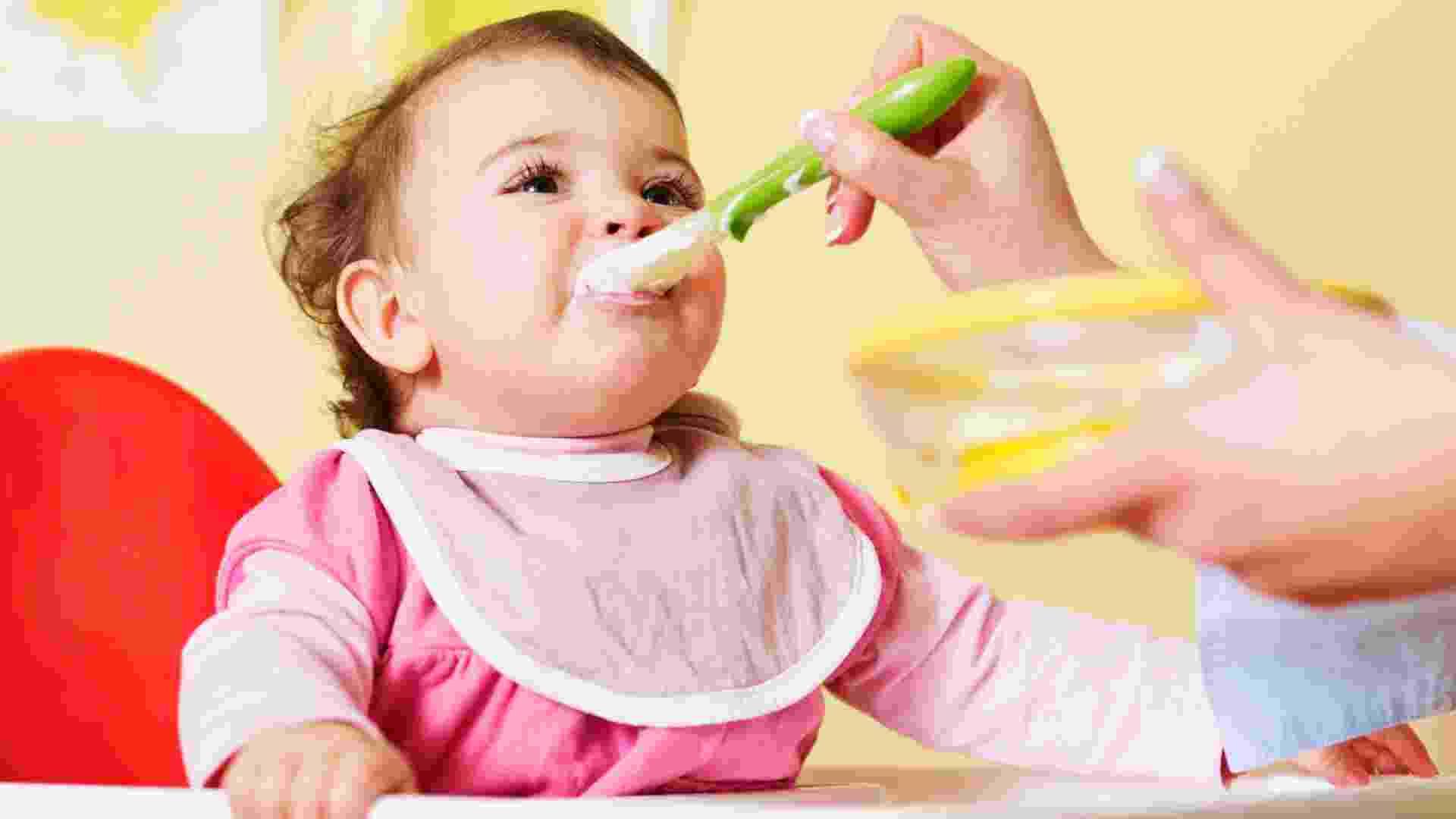 bebê comendo papinha - Thikstock