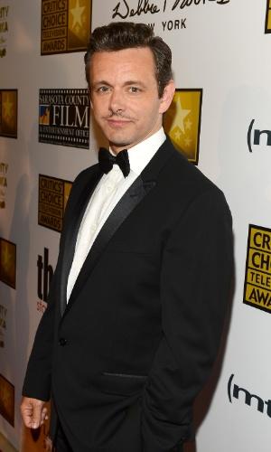10.jun.2013 - Ator Michael Sheen posa para foto no tapete vermelho do Criticts Choice Awards no Beverly Hilton Hotel em Los Angeles