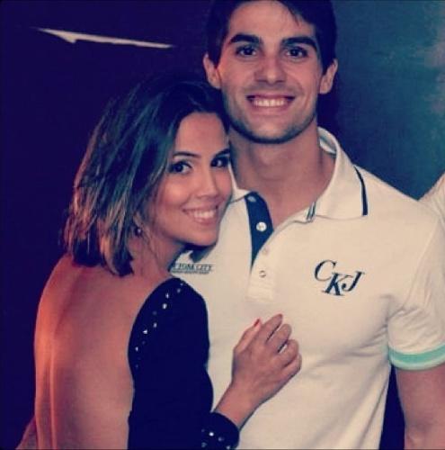 12.jun.2013 - A atriz Pérola Faria se declarou para o namorado, Maurício Mussalin, no Dia dos Namorados.